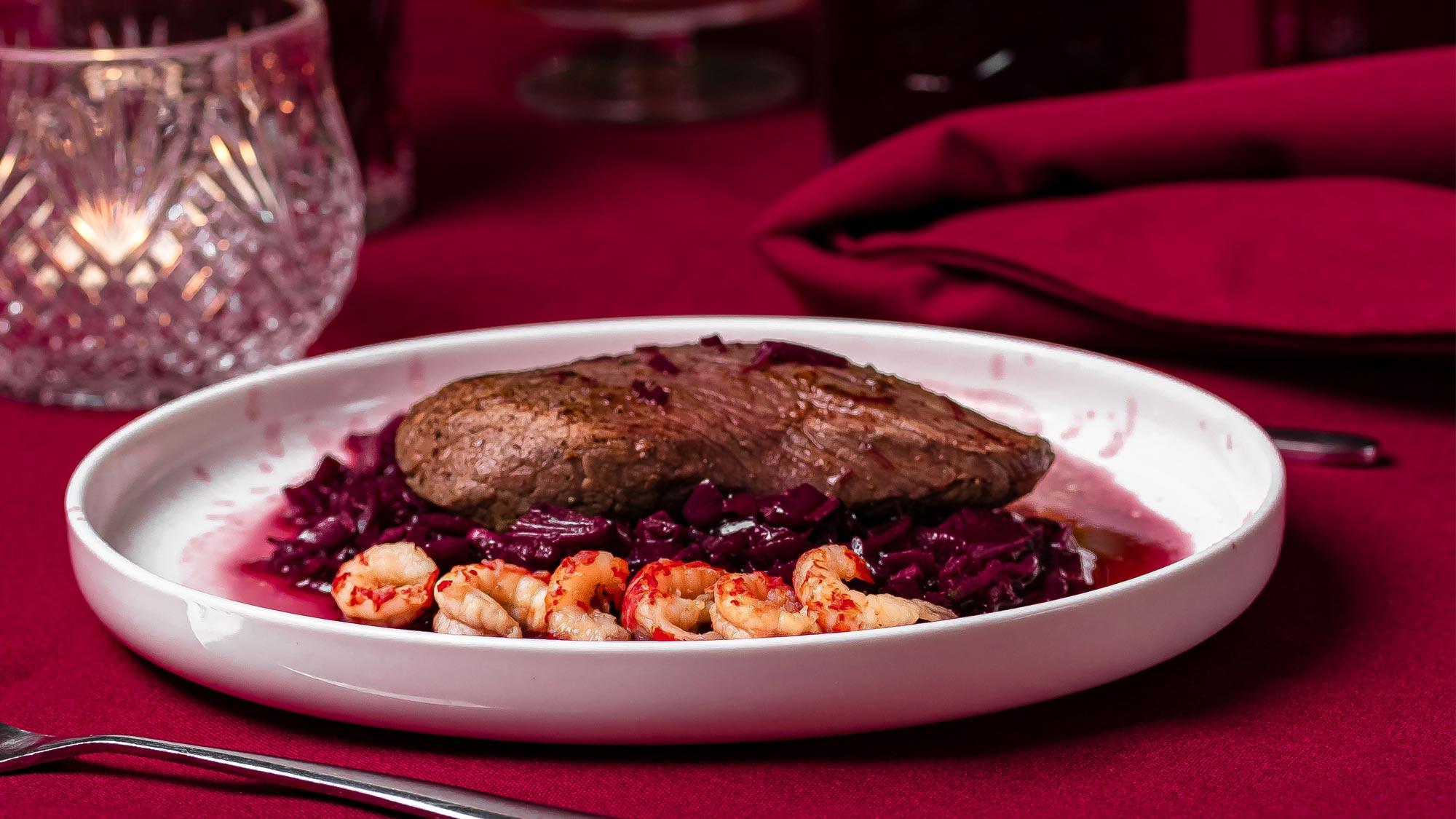 Biefstuk met rodewijnsaus en rivierkreeftjes